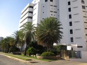 Apartamento En Venta En Margarita, Costa Azul, Venezuela, VE RAH: 15-15945
