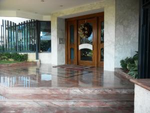 Apartamento En Venta En Maracaibo, Virginia, Venezuela, VE RAH: 15-16213