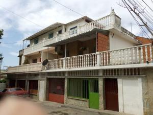 Apartamento En Venta En Parroquia Caraballeda, Palmar Este, Venezuela, VE RAH: 15-16071