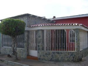 Casa En Venta En Maracay, Barrio Bolivar, Venezuela, VE RAH: 15-16109