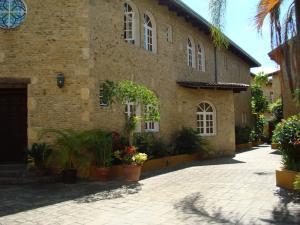 Casa En Venta En Caracas, Colinas Del Tamanaco, Venezuela, VE RAH: 16-1607