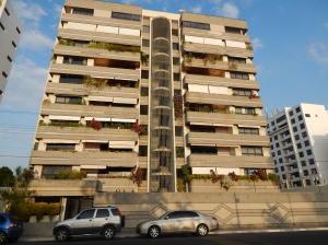 Apartamento En Venta En Lecheria, Av Diego Bautista Urbaneja, Venezuela, VE RAH: 15-16389