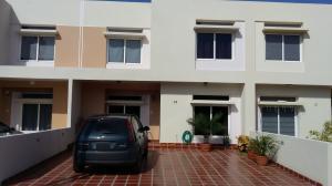 Townhouse En Venta En Maracaibo, Avenida Milagro Norte, Venezuela, VE RAH: 15-16401
