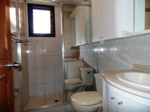 Apartamento En Venta En Caracas - Lomas de La Trinidad Código FLEX: 15-16427 No.15