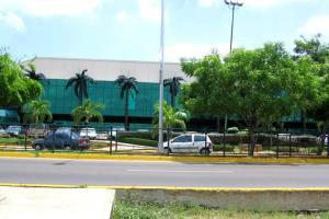 Local Comercial En Venta En Maracaibo, El Rosal, Venezuela, VE RAH: 15-16521