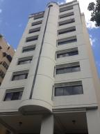 Apartamento En Venta En Valencia, Prebo I, Venezuela, VE RAH: 15-16580