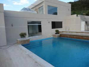 Casa En Venta En Valencia, Hato Royal, Venezuela, VE RAH: 15-16562