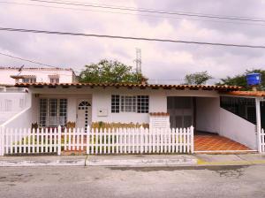 Casa En Venta En Cabudare, Parroquia José Gregorio, Venezuela, VE RAH: 15-16619