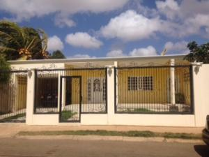 Casa En Venta En Punto Fijo, Judibana, Venezuela, VE RAH: 15-16727