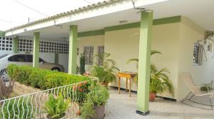 Casa En Venta En Maracaibo, San Miguel, Venezuela, VE RAH: 15-16736