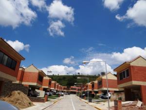 Townhouse En Venta En Valencia, Lomas Del Country, Venezuela, VE RAH: 16-78
