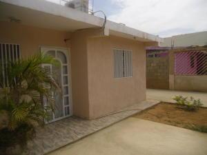 Casa En Venta En Santa Rita, Via Principal, Venezuela, VE RAH: 16-90