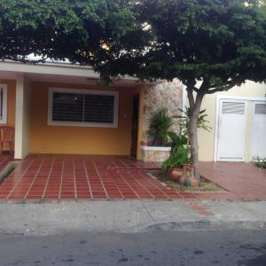 Townhouse En Venta En Maracaibo, La Picola, Venezuela, VE RAH: 16-109