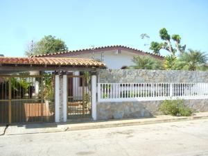 Casa En Venta En Margarita, Costa Azul, Venezuela, VE RAH: 16-119