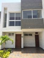 Townhouse En Venta En Higuerote, Puerto Encantado, Venezuela, VE RAH: 16-233