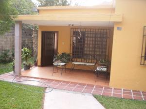 Casa En Venta En Maracay, El Limon, Venezuela, VE RAH: 16-149