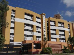 Apartamento En Venta En Municipio Naguanagua, Tazajal, Venezuela, VE RAH: 16-175
