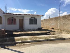 Casa En Ventaen Guacara, Ciudad Alianza, Venezuela, VE RAH: 16-215