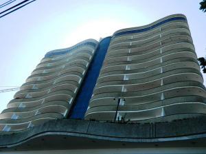 Apartamento En Venta En Parroquia Caraballeda, Camuri Chico, Venezuela, VE RAH: 16-246