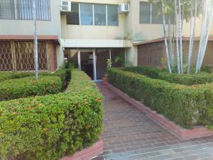 Apartamento En Venta En Ciudad Ojeda, Calle Piar, Venezuela, VE RAH: 16-304