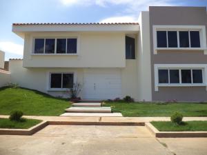 Townhouse En Venta En Maracaibo, Avenida Milagro Norte, Venezuela, VE RAH: 16-465