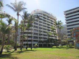 Apartamento En Venta En Parroquia Caraballeda, Tanaguarena, Venezuela, VE RAH: 16-497