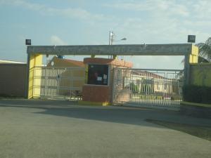 Townhouse En Venta En Tucacas, Tucacas, Venezuela, VE RAH: 16-528