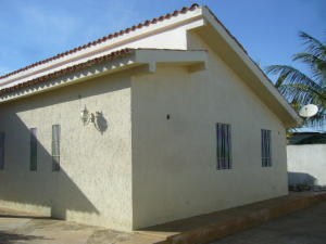 Casa En Venta En Municipio Maneiro Pampatar, Parcelamiento Vistamar, Venezuela, VE RAH: 16-549