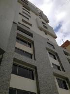 Apartamento En Venta En Maracaibo, Santa Rita, Venezuela, VE RAH: 16-566