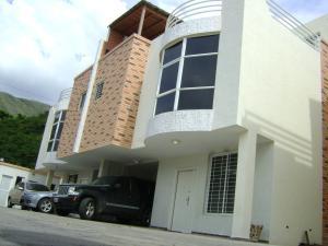 Townhouse En Venta En Maracay, La Floresta, Venezuela, VE RAH: 16-622