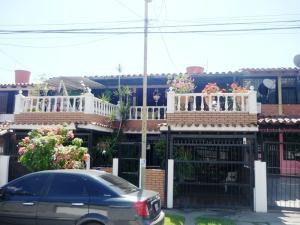 Casa En Venta En Guatire, Valle Arriba, Venezuela, VE RAH: 16-634