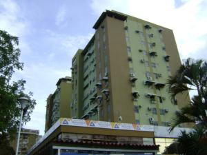 Apartamento En Venta En Maracay, La Floresta, Venezuela, VE RAH: 16-682