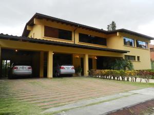 Casa En Venta En Caracas, Alto Hatillo, Venezuela, VE RAH: 16-695