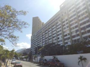 Apartamento En Venta En Parroquia Caraballeda, Los Corales, Venezuela, VE RAH: 16-698