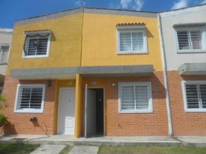 Townhouse En Venta En Valencia, Flor Amarillo, Venezuela, VE RAH: 16-1032
