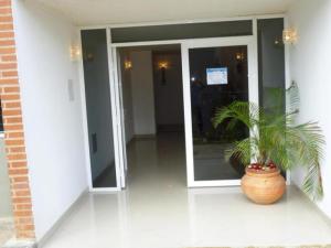 Apartamento En Venta En Caracas - Los Naranjos Humboldt Código FLEX: 16-720 No.4