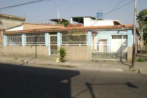 Casa En Venta En Valencia, La Candelaria, Venezuela, VE RAH: 16-753