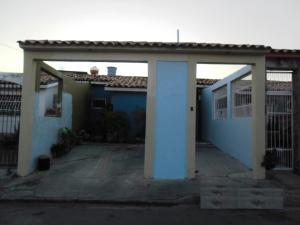 Casa En Venta En San Joaquin, Villas Del Centro, Venezuela, VE RAH: 16-826