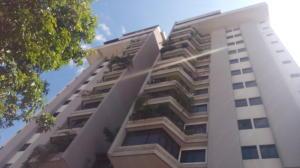 Apartamento En Venta En Caracas, Los Chaguaramos, Venezuela, VE RAH: 16-953