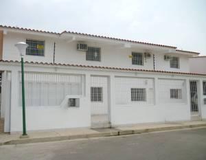 Casa En Venta En Maracay, La Morita, Venezuela, VE RAH: 16-963