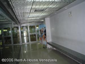 Local Comercial En Venta En Caracas, Santa Paula, Venezuela, VE RAH: 16-977