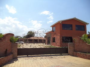 Casa En Venta En Valencia, Safari Country Club, Venezuela, VE RAH: 14-2275
