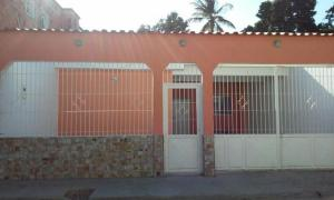 Casa En Venta En Municipio Diego Ibarra, Mariara, Venezuela, VE RAH: 16-1000