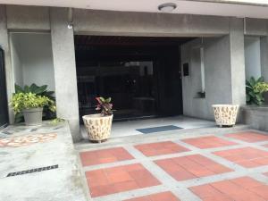 Apartamento En Venta En Caracas - Los Chaguaramos Código FLEX: 16-1043 No.3