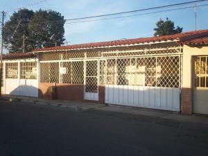 Casa En Venta En Barquisimeto, Avenida Libertador, Venezuela, VE RAH: 16-1055