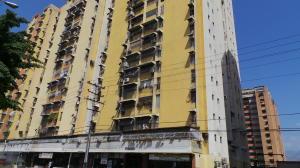 Apartamento En Venta En Maracay, Urbanizacion El Centro, Venezuela, VE RAH: 16-1068