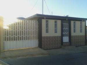 Casa En Venta En Punto Fijo, Santa Elena, Venezuela, VE RAH: 16-1099