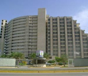 Apartamento En Venta En Margarita, Avenida Bolivar, Venezuela, VE RAH: 16-1109