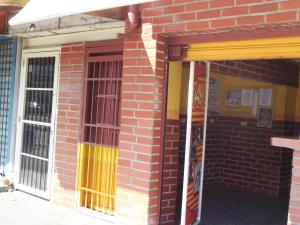 Local Comercial En Venta En Maracay, La Barraca, Venezuela, VE RAH: 16-1119