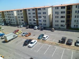 Apartamento En Venta En Municipio Los Guayos, Paraparal, Venezuela, VE RAH: 16-1134